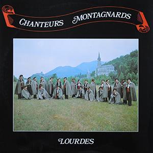 Couverture de l'album : chanteurs dans la prairie du Sanctuaire de Lourdes
